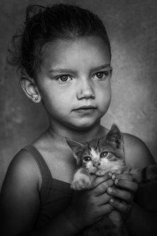 petarlackovic Devojčica sa mačkom