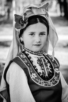 petarlackovic Devojčica u narodnoj nošnji
