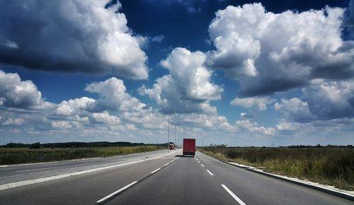 petarlackovic Crveni kamion sive boje