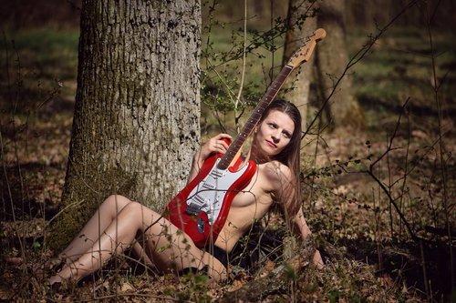 sarmeun While My Guitar Gently Weeps
