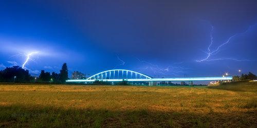 zackozg Na modrom nebu iznad Zagreba